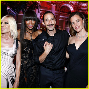 Jennifer Garner, Naomi Campbell, & Adrien Brody Hang Out at amfAR Dinner in Paris!
