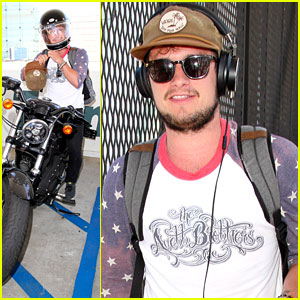 Josh Hutcherson Returns To LA After Quick Trip to Atlanta