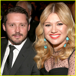 kelly clarkson dresses her kids as �beauty amp the beast