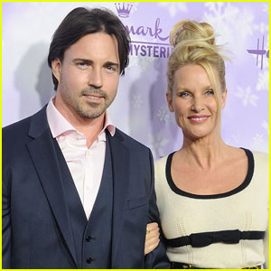 Nicollette Sheridan Files For Divorce After Secretly Marrying Aaron Phypers Six Months Ago