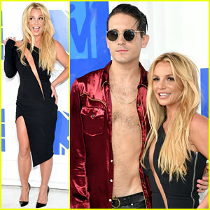 Britney Spears Walks MTV VMAs 2016 Red Carpet Before Performance!