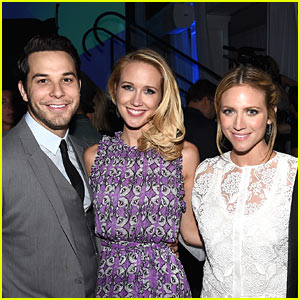 Anna Camp & Skylar Astin Celebrate Joint Bachelor & Bachelorette Party Hosted by Brittany Snow!