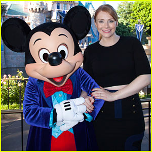 Bryce Dallas Howard Meets Mickey Mouse at Disneyland!