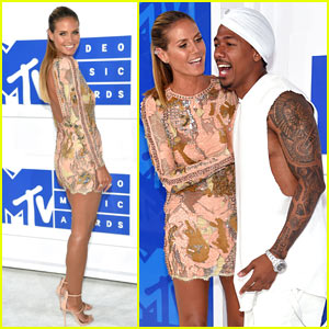 Heidi Klum & Nick Cannon Hug it Out on the Red Carpet at the MTV VMAs 2016