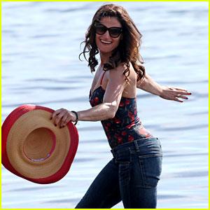 Idina Menzel Runs Along the Beach for 'Beaches' Scene