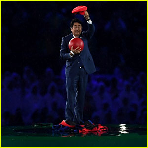 Prime Minister of Japan Enters Rio Closing Ceremony 2016 Through Nintendo Warp Pipe!