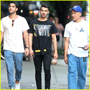 Joe Jonas Hangs With Friends Ahead of MTV VMAs This Weekend