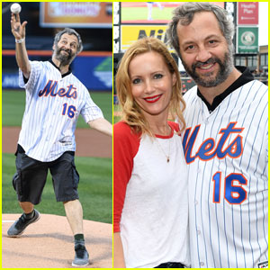 Judd Apatow Throws Out the First Pitch at Mets vs. Yankees Game!