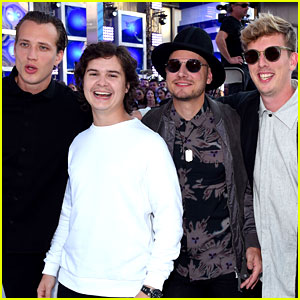 Lukas Graham Makes MTV VMAs Red Carpet Debut!