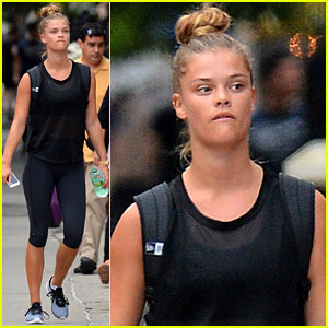 Nina Agdal Does a Virtual Reality Shoot with 'Sports Illustrated'!