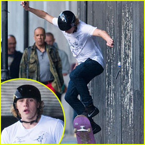 Brooklyn Beckham Shows Off His Skateboarding Moves at the Park - Watch Now!