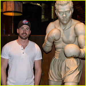 Chris Evans Spends the Weekend at Caesars Palace in Las Vegas!