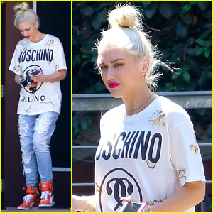 Gwen Stefani is the Queen of Selfies During Her Tour!