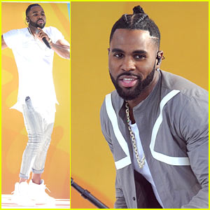 Jason Derulo Has a Bar Inside the Bathroom at His House!