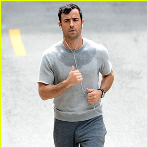 Justin Theroux Responds to Attention from Viral Sweatpants Photo