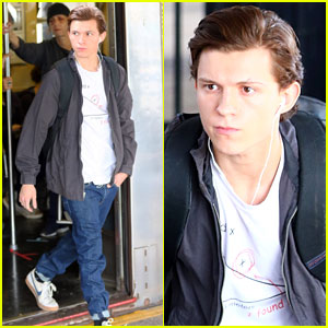 Tom Holland Films 'Spider-Man' in New York City Subway!