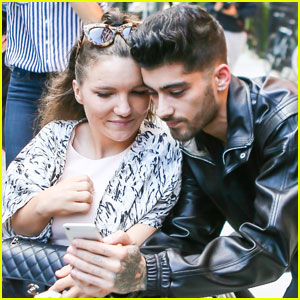 Zayn Malik Stops to Take Fan Photos in New York City