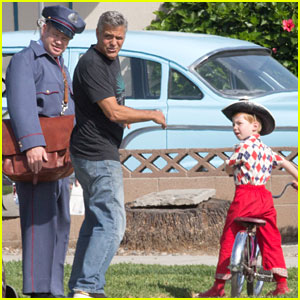 George Clooney Directs Cast on 'Suburbicon' Set
