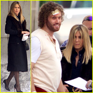 Jennifer Aniston Films Reshoots for 'Office Christmas Party' with ...
