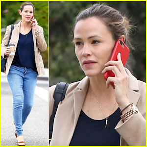 Jennifer Garner Helps Students Register to Vote!