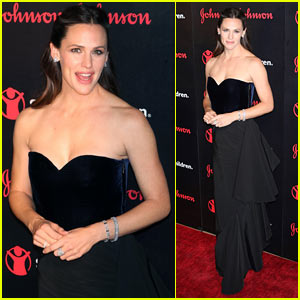 Jennifer Garner Stuns at Save The Children Gala in NYC