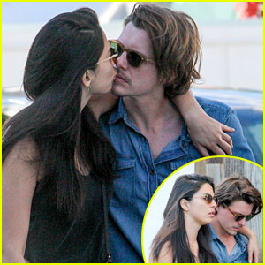 Jessica Gomes & Xavier Samuel Kiss & Look Very Cozy!