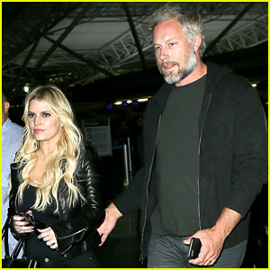 Jessica Simpson Travels to New York with Hubby Eric Johnson
