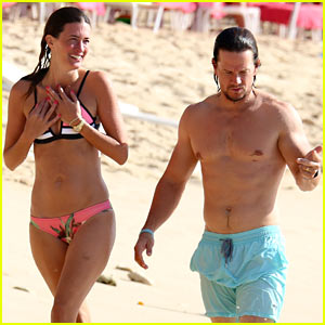Mark Wahlberg & Wife Rhea Durham Show Some PDA on Their Tropical Vacation!