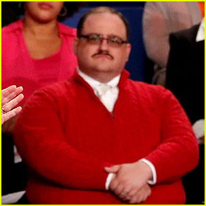 Who is Ken Bone? Viral Debate Star Explains His Red Sweater ...