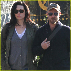 Ben Foster & Fiancee Laura Prepon Couple Up in NYC!