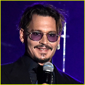 Johnny Depp Steps Out After J.K. Rowling Defends 'Fantastic Beasts ...