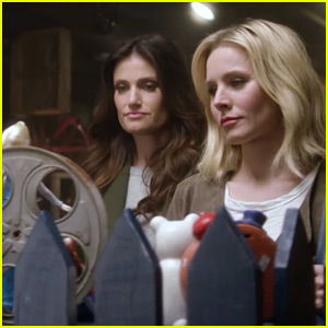 Frozen's Kristen Bell & Idina Menzel Reunite to Promote Small Business Saturday!