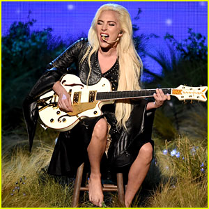 VIDEO: Lady Gaga Stuns with Amazing AMAs 2016 Performance!