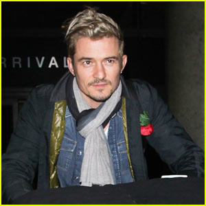 Orlando Bloom Arrives at LAX Airport in Style