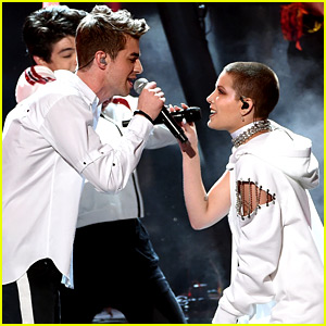 VIDEO: Halsey Gets 'Closer' to The Chainsmokers with AMAs 2016 Performance!