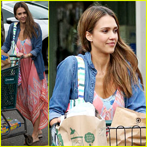 Jessica Alba Stocks Up on Fireworks for New Year's Eve in Hawaii