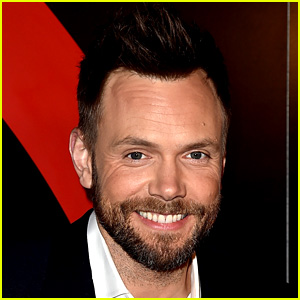 Joel McHale Will Host the People's Choice Awards 2017