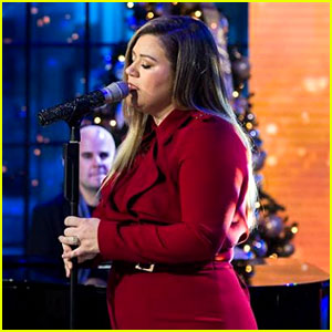 VIDEO: Kelly Clarkson Tears Up During 'It's Quiet Uptown' Performance on 'Today Show'