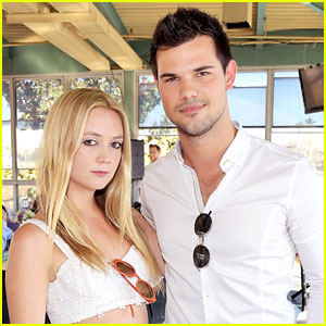 VIDEO: Taylor Lautner & Billie Lourd Spotted Kissing at 'Scream Queens' Wrap Party
