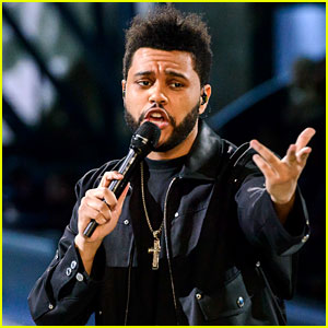 The Weeknd Performed On Runway At 2017 Victoria S Secret Fashion Show And Sang Hi Song Starboy During His Set