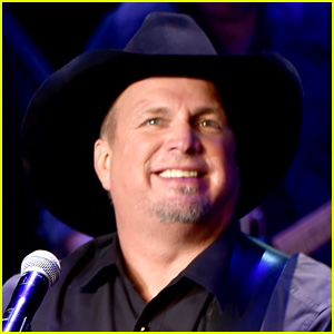 See the Incredible Gifts that Garth Brooks Gave His 5 Millionth Concertgoer!