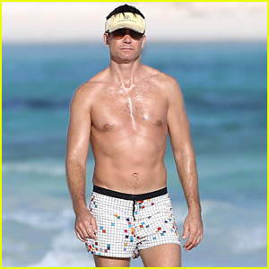 Shirtless Jerry O'Connell Goes Surfing in His Short Shorts!