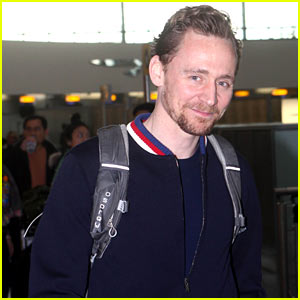 Tom Hiddleston Catches His Flight to the Golden Globes