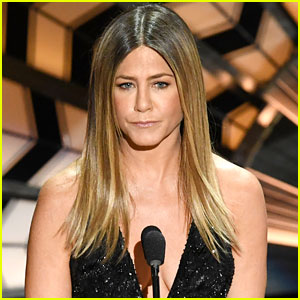 jennifer aniston almost breaks down talking about bill paxton during in memorium