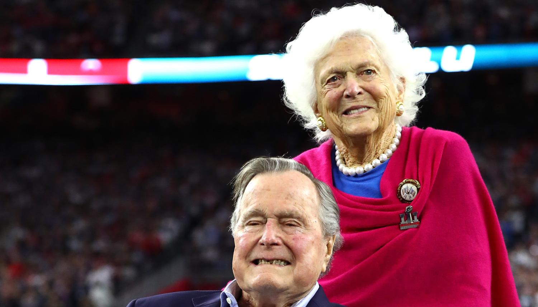 George H W Bush Throws Coin Toss At Super Bowl 2017