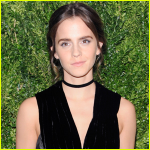 Emma Watson Gives Out $2 Advice at Grand Central Station