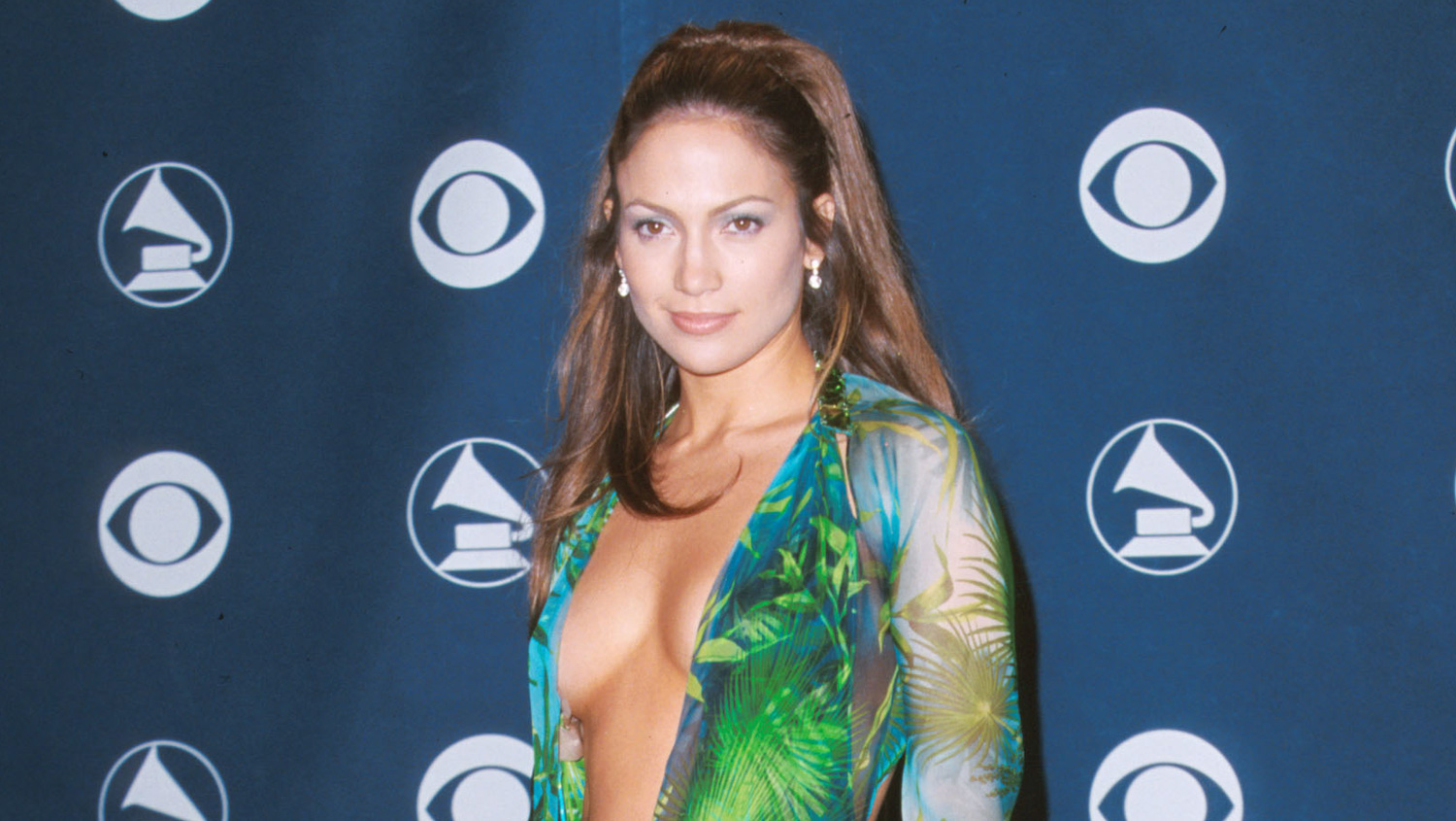 Jennifer Lopez S Iconic Grammys 2000 Dress Inspired Google