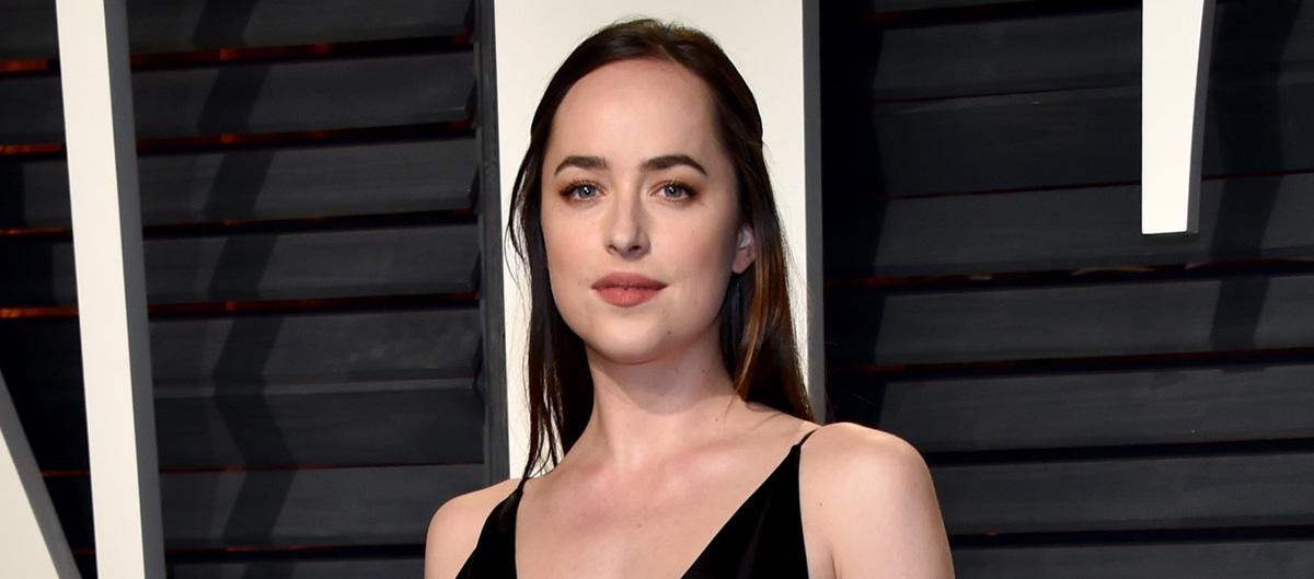 Dakota Johnson Changes Up Her Look for Vanity Fair's Oscars 2017 Party