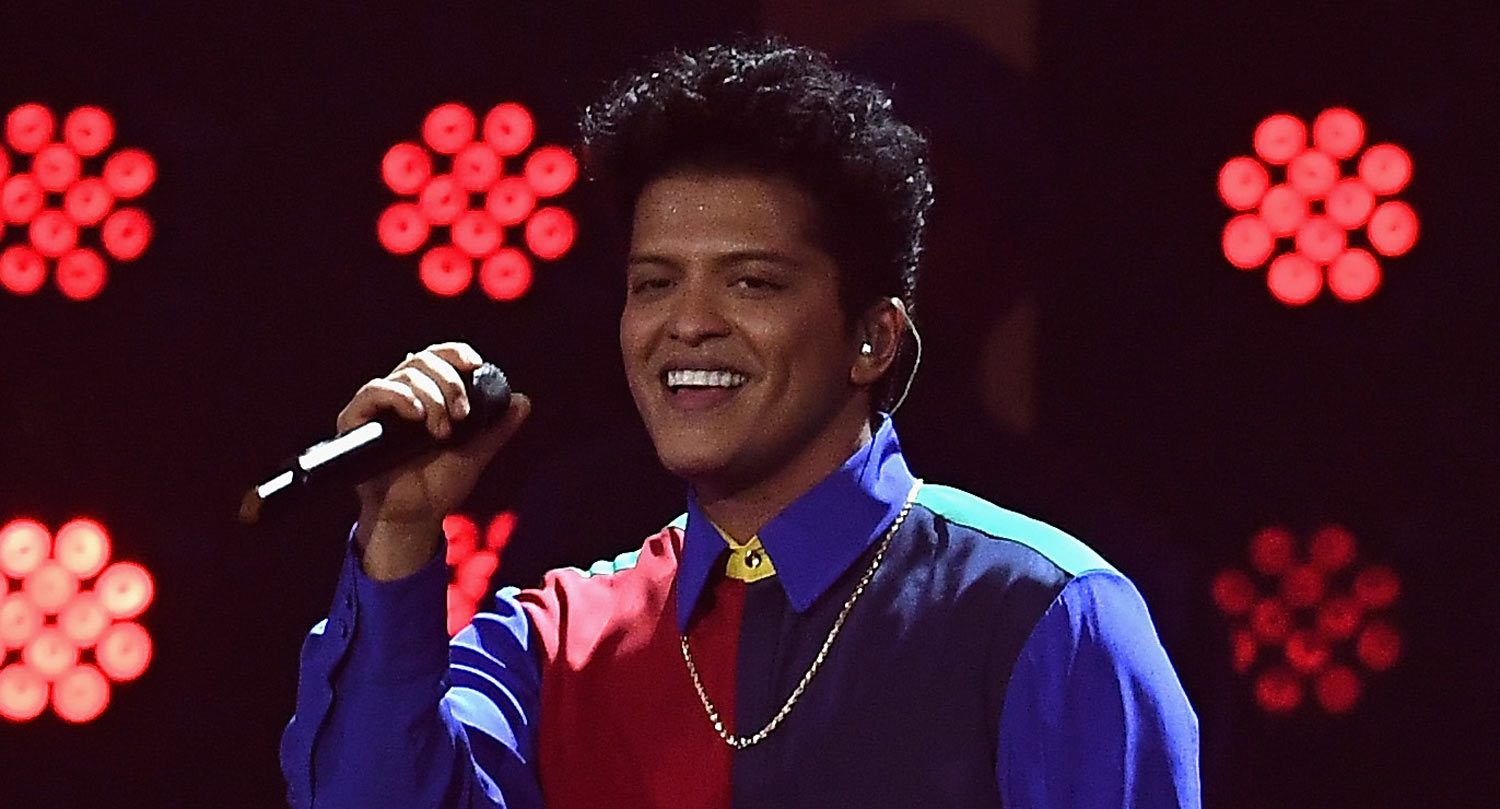 bruno mars performs  u2018that u2019s what i like u2019 at 2017 brit