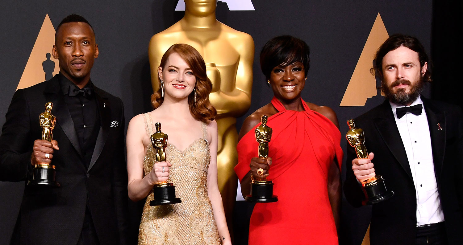 Oscars 2017′s Four Winning Actors Pose in Press Room!